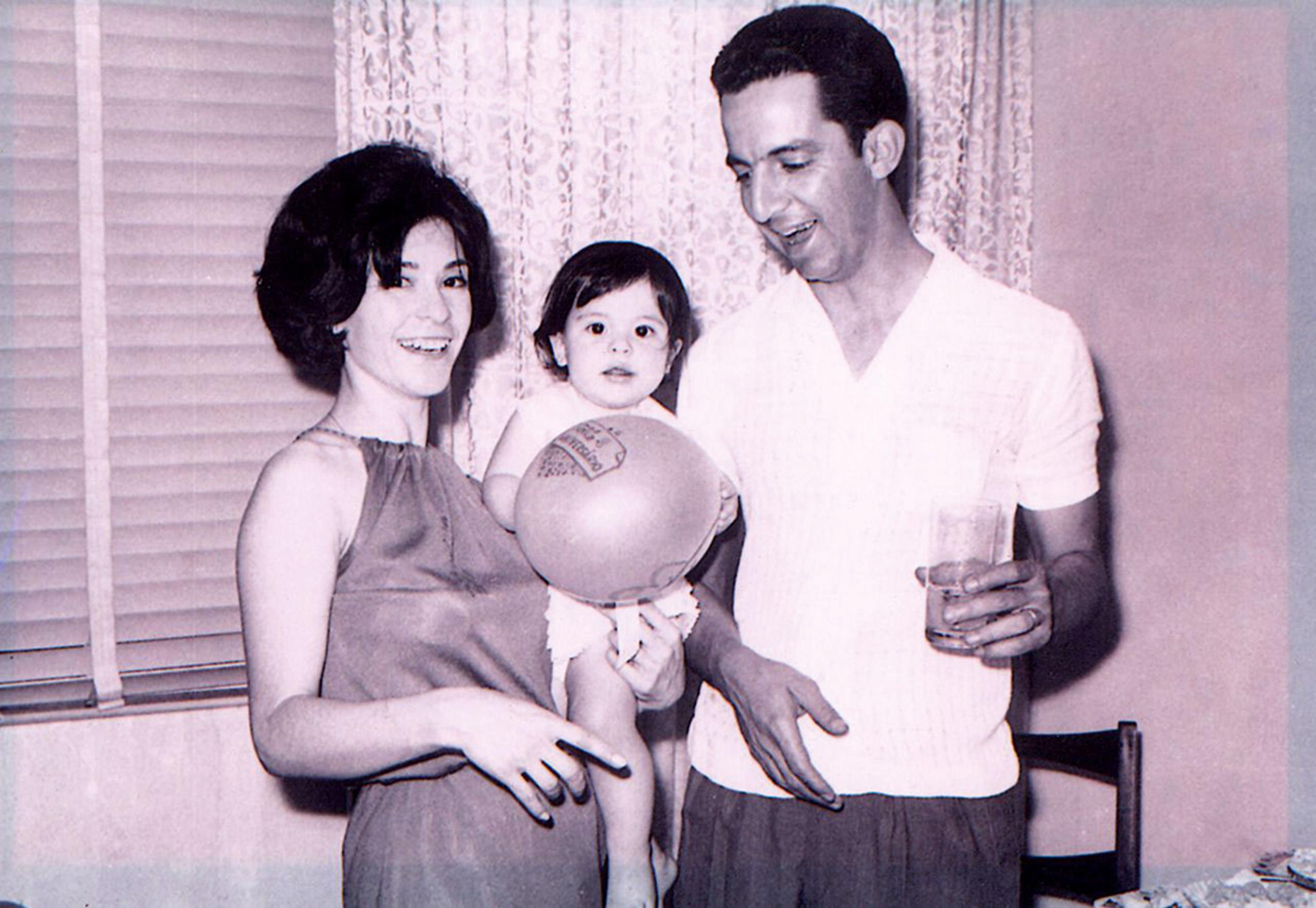 Aniversário de 1 ano, entre os pais, Shirley e Fausto Padrão