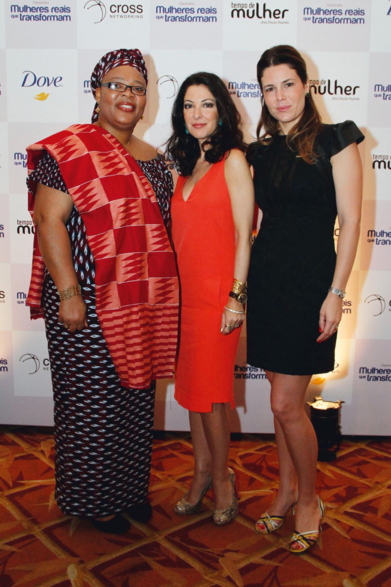 Entre a ativista liberiana Leymah Gbowee, Nobel da Paz de 2011, e a sua sócia do Tempo de Mulher, Tatianna Oliva, durante o evento Mulheres Reais que Transformam