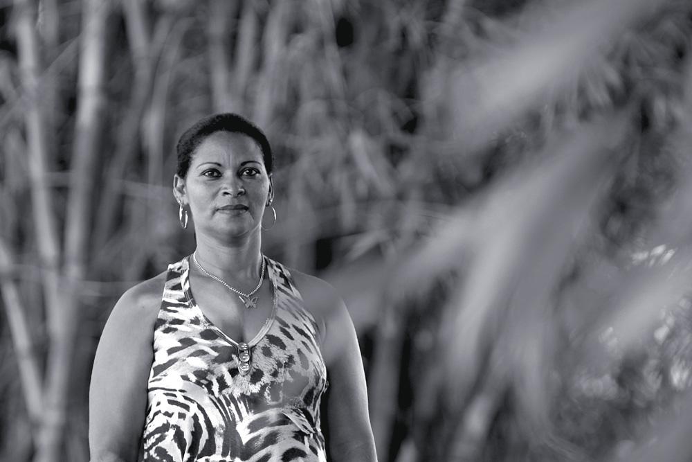 Antonia Leonice Jacxes hoje, aos 42 anos, em Belém, cidade para a qual mudou para ficar longe de Edinaldo, atualmente foragido. Ela diz saber onde ele mora e trabalha, em Paragominas