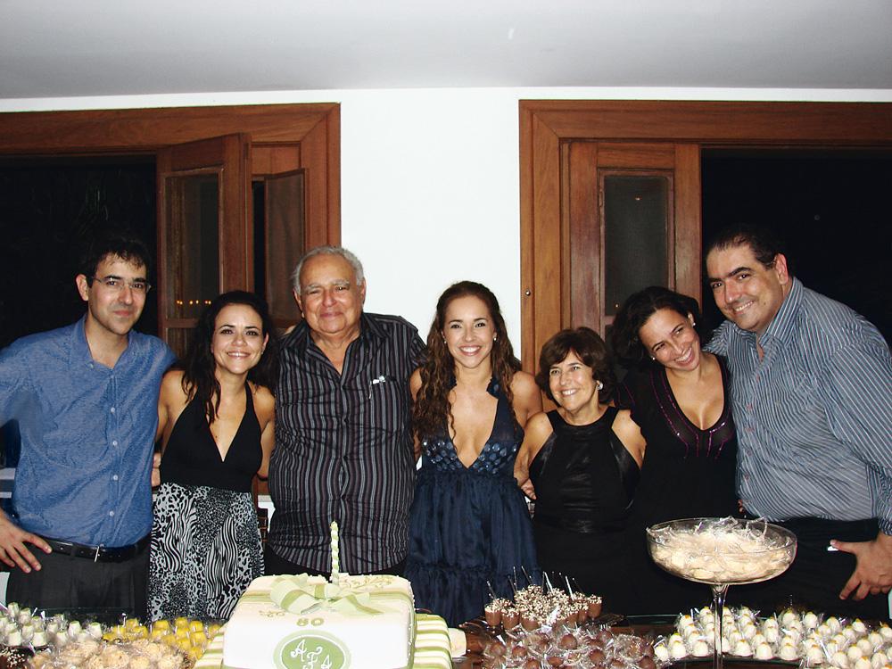 Com os pais, seu Abreu e dona Liliane, e os irmãos Marcos, Vânia, Cristiana e Tom