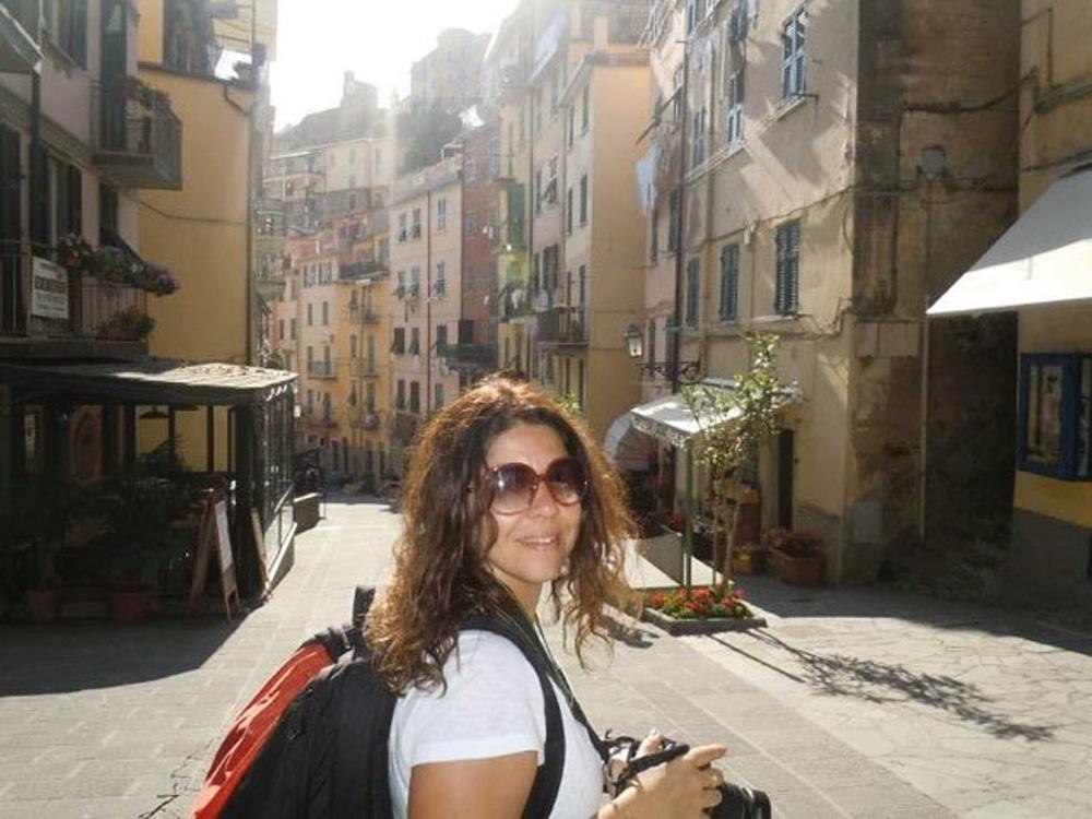 Malu fotografada por Daniela em Cinqueterre, na Itália