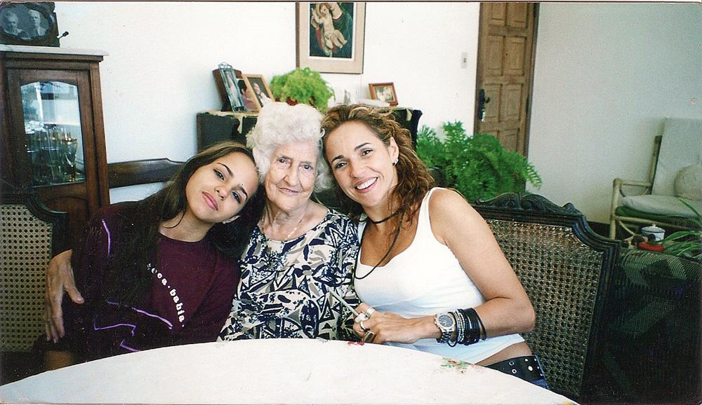Com a filha Giovana e a avó Olga, em 2000
