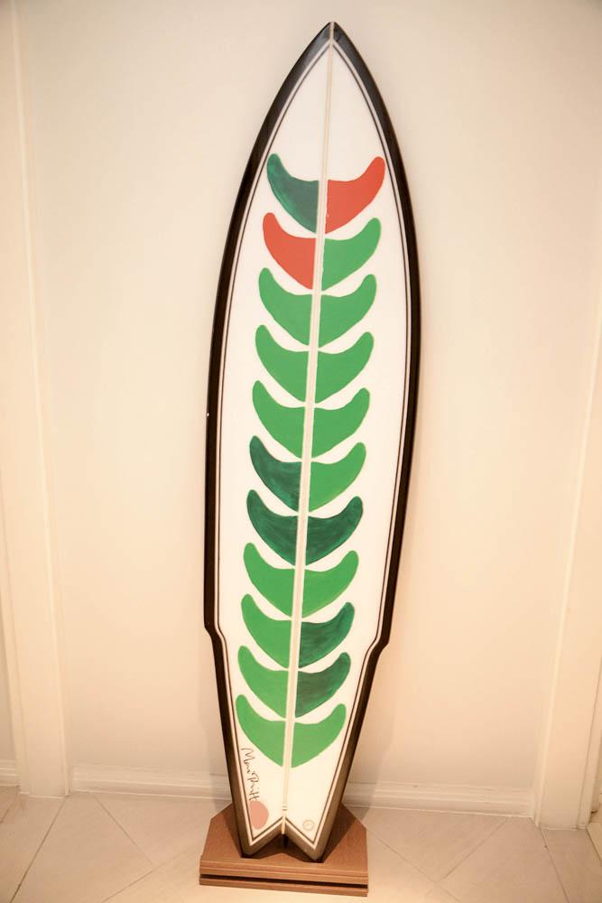 Aloha: A prancha, customizada pela artista dinamarquesa Mai-Britt Wolthers, fez parte de um leilão que a mãe de Guta organizou para arrecadar fundos para o esporte em Santos