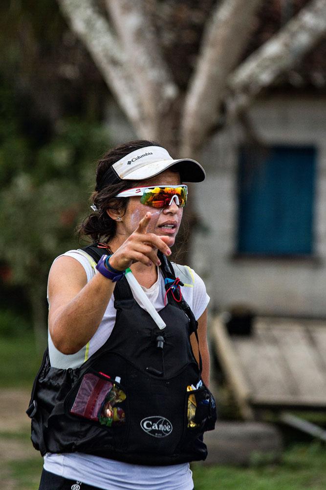 A primeira parte do percurso é feita a pé, praticando trekking.