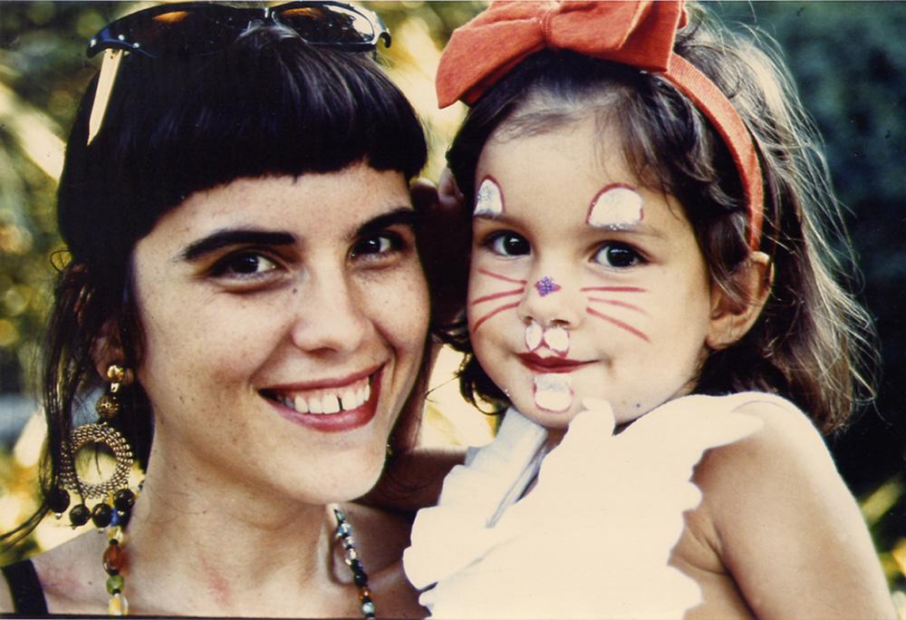 Com a mãe, a estilista Yamê Reis