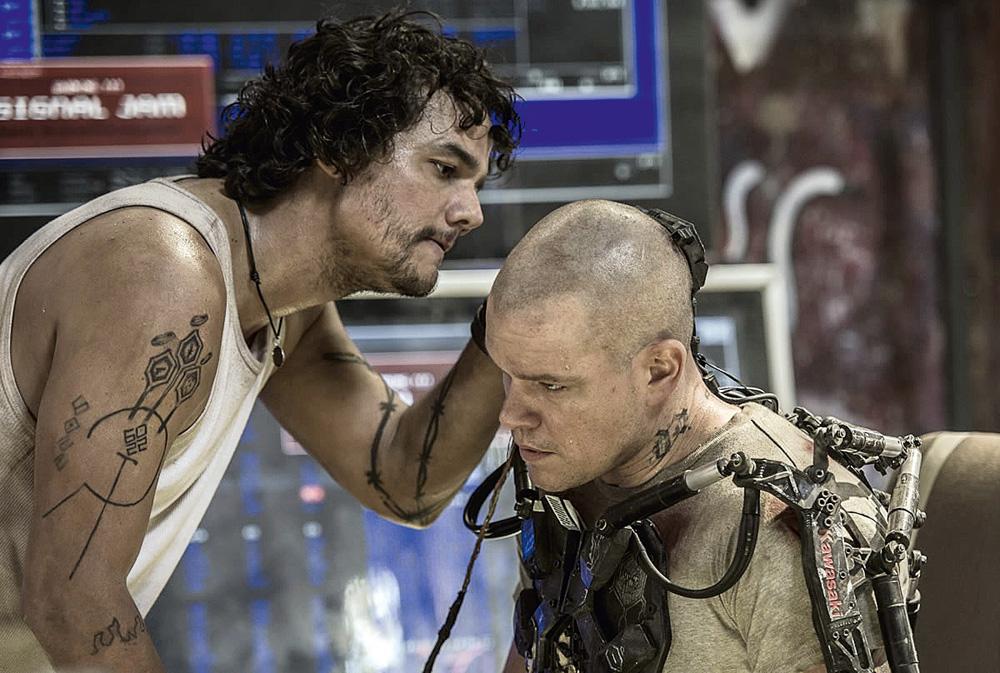 O ator em Elysium (2013), de Neil Blomkamp