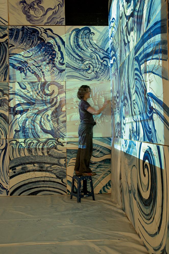 E 2008, pintando os azulejos de Celacanto provoca maremoto