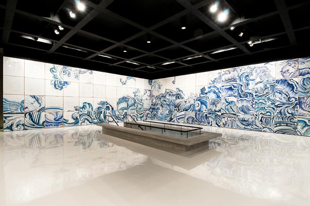 A obra pronta, em exposição permanente no instituto Inhotim, em Minas Gerais