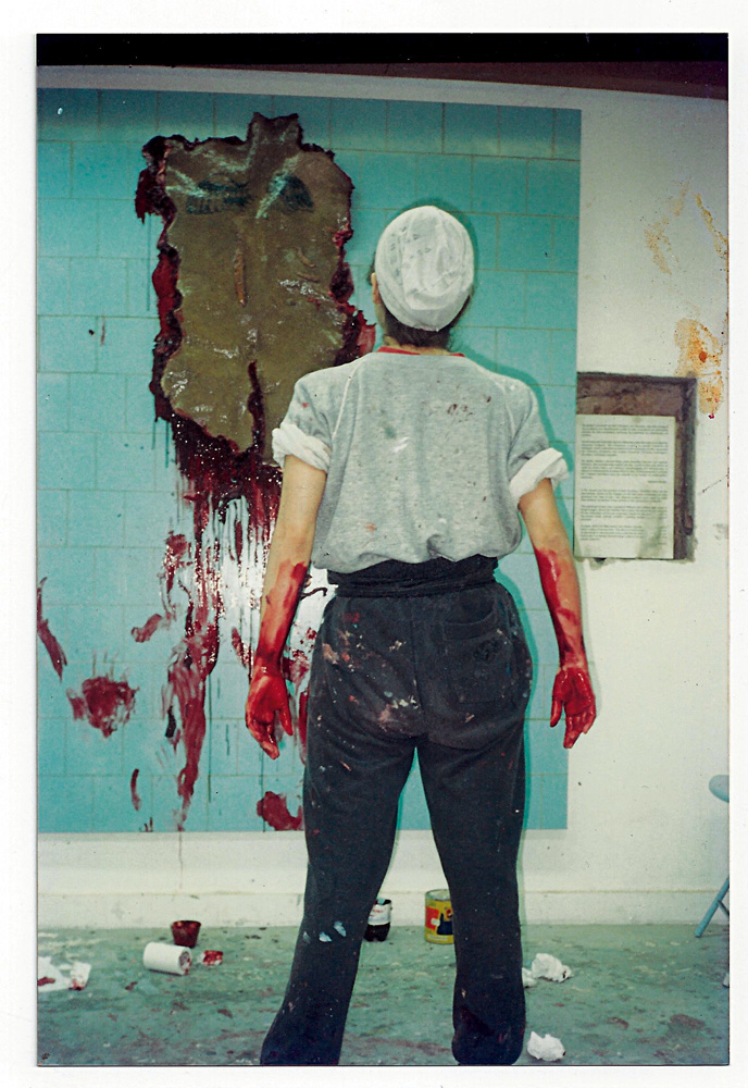 Em 1996, no ateliê onde já morou e onde trabalha até  hoje; pintando Libre, óleo sobre linho e tela