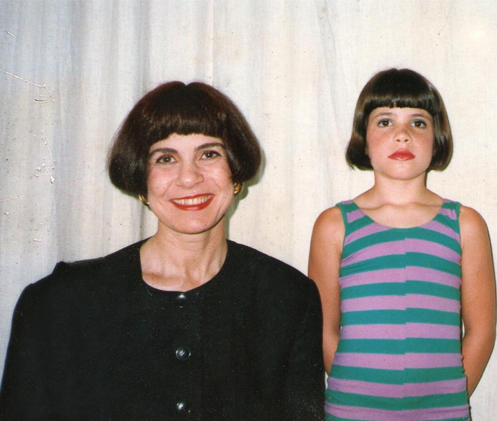 Com a mãe, Alice, nos anos 80. Sou xerox dela