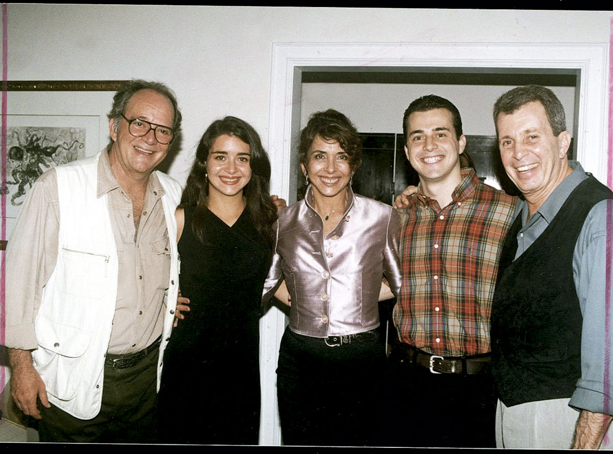 Betty entre seus dois ex-maridos, Claudio Marzo e Daniel Filho, e seus respectivos filhos, Alexandra e João
