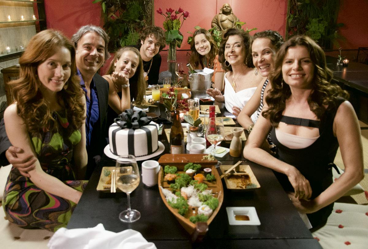 Com colegas de elenco de Avenida Brasil (2012), novela que marcou sua volta à  TV Globo depois de 11 anos