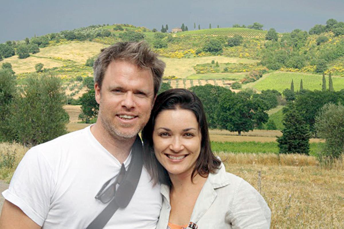 Ilona e o marido, Robert Muggah, na Toscana, Itália, em 2013
