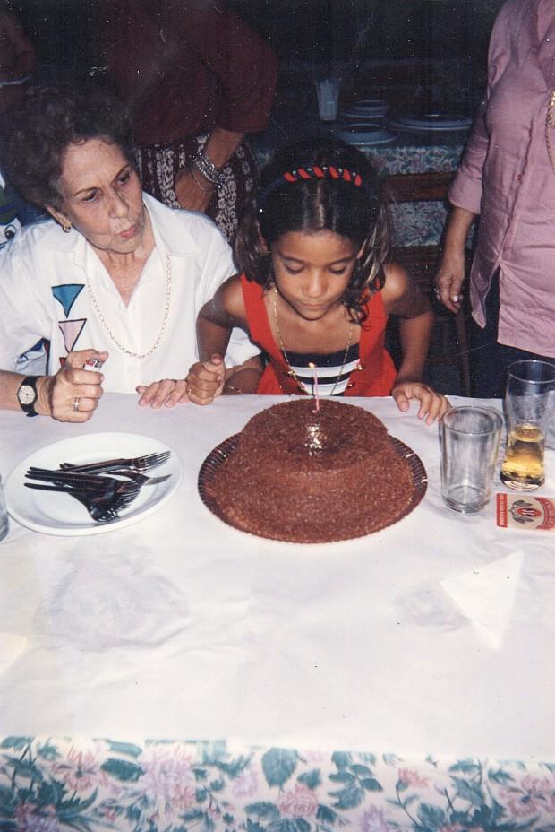 Comemorando os 7 anos ao lado da tia-avó Nair