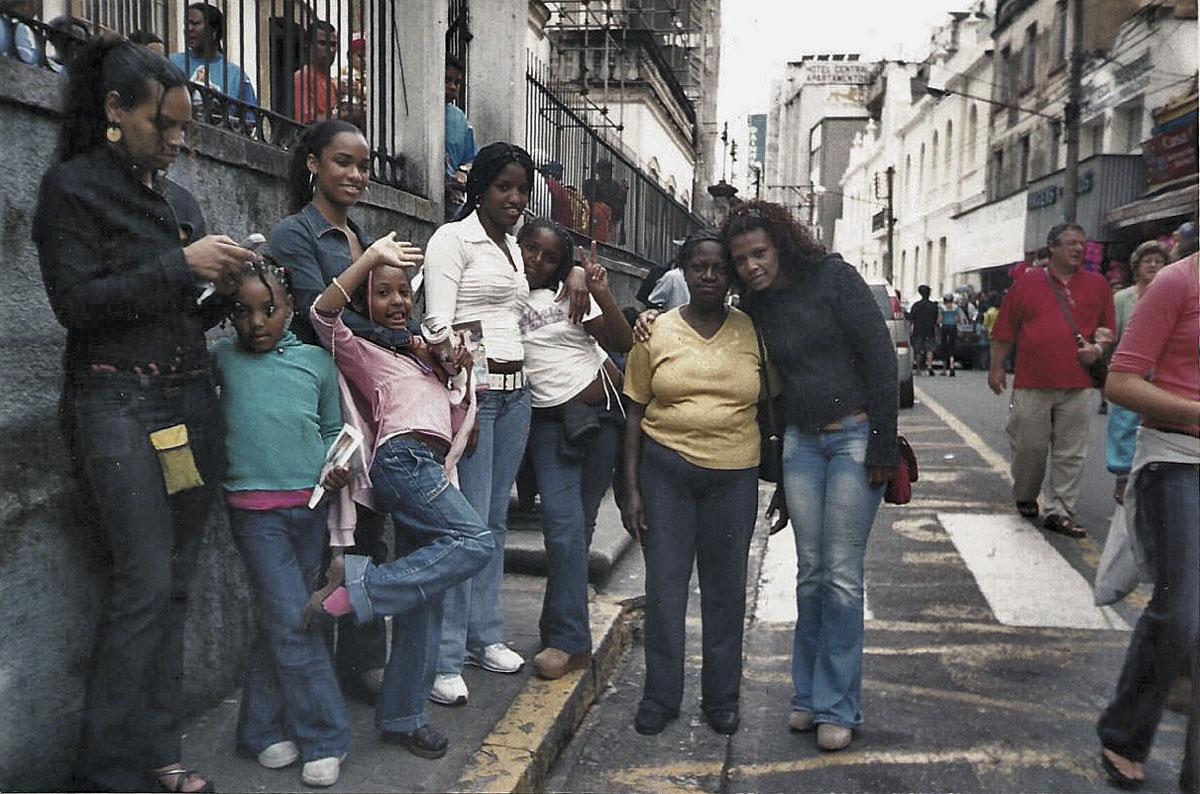 Com as mulheres da família em Aparecida (SP)