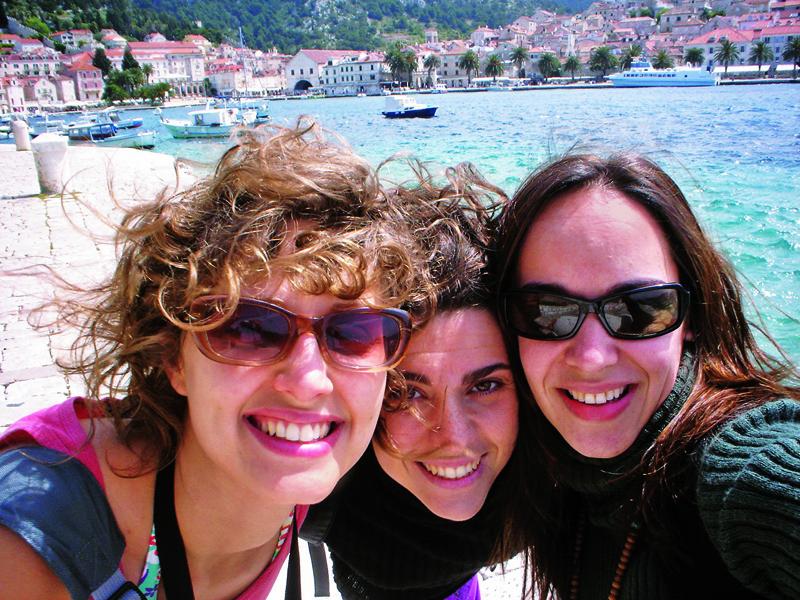 Paula, Ana e Gra com a cara de felicidade em Hvar