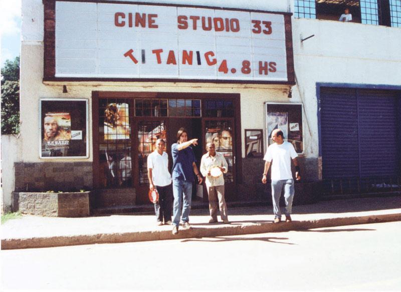 Nas filmagens de Uma PEquena Mensagem do Brasil - A  Saga de Castanha e Caju contra o Encouraçado Titanic (2002)