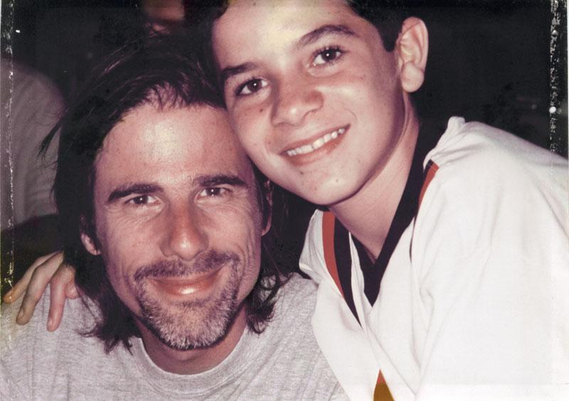 Com Vinícius de Oliveira, na época de Central do Brasil (1998)