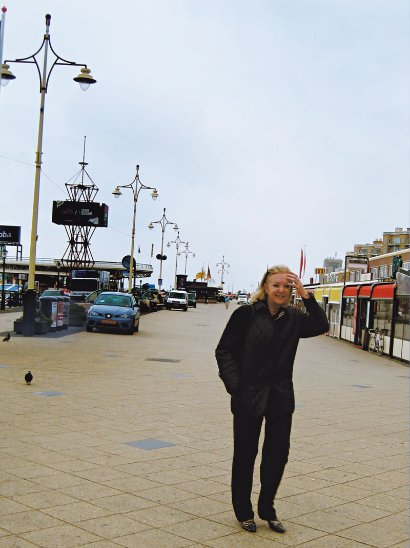 A juíza no balneário de Scheveningen, onde vive