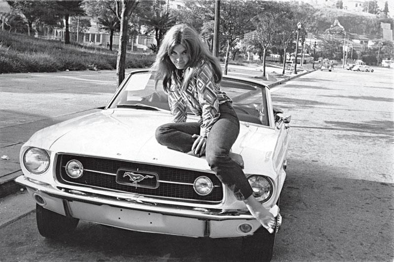 """""""O primeiro Mustang conversível do Brasil foi meu"""". Ela competia com Roberto e Erasmo pelo melhor possante"""