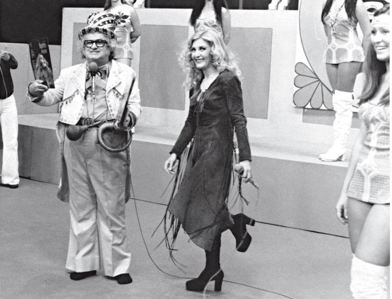 Alô, alô Wanderléa: Ternurinha cantando no programa do Chacrinha, em 1983