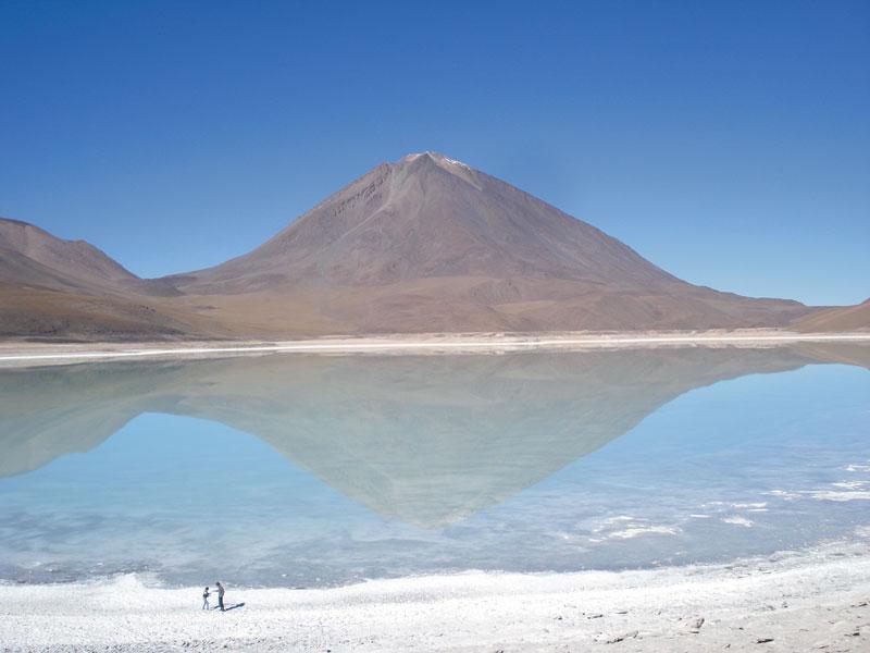 O Salar de Uyuni, na Bolívia, a maior planície de sal do planeta