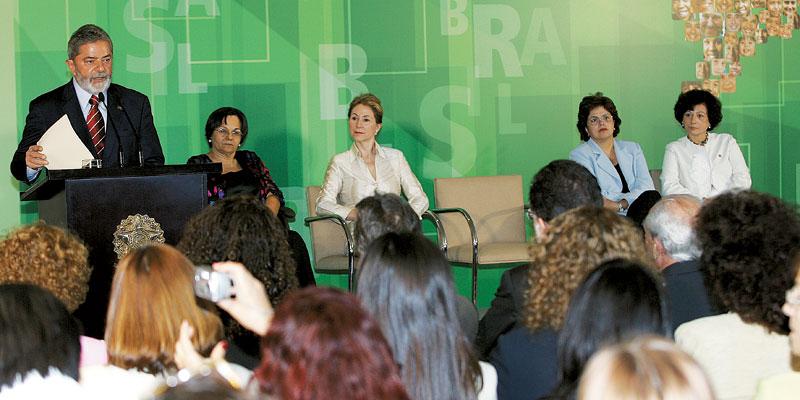 Quando o presidente Lula sancionou a lei Maria da Penha, em 7 de agosto de 2006, ao lado de Ellen Gracie, na época presidente do Supremo Tribunal Federal