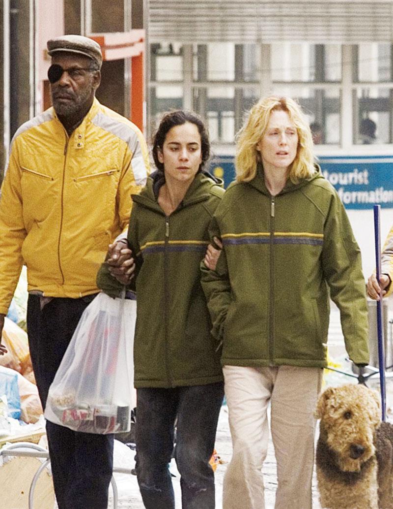 Em Ensaio sobre a Cegueira, com Julianne Moore e Danny Glover