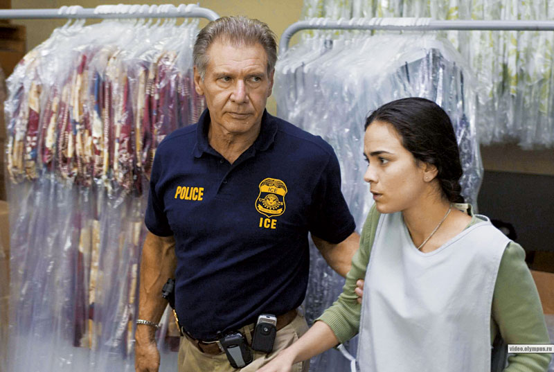 Com Harisson Ford em Crossing Over (2007), que ainda não estreou no Brasil