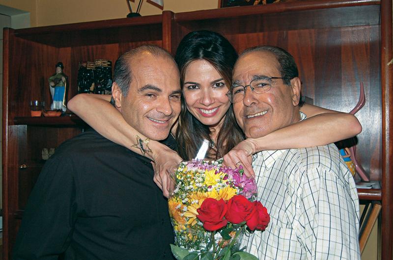 """No aniversário de 2007, com o marido e o pai, o empresário João Alberto Morad: """"Sou bicho do mato igual a ele"""""""