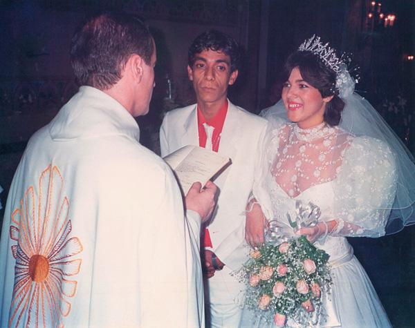 """Ao lado de Mônica no dia do """"sim"""", em 1986"""