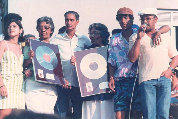 Entrega do disco Disco de Ouro do álbum Patota do Cosme