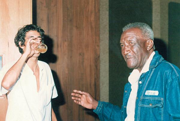 Com Argemiro Patrocínio, da Velha Guarda da Portela, morto em 2003