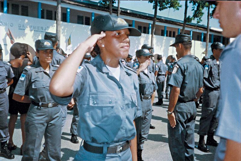 """Na academia da Polícia Militar no Rio, onde por três anos fez o curso de formação para oficiais: """"Era magrinha.  Entrei com 49 quilos, agora estou com 61"""""""