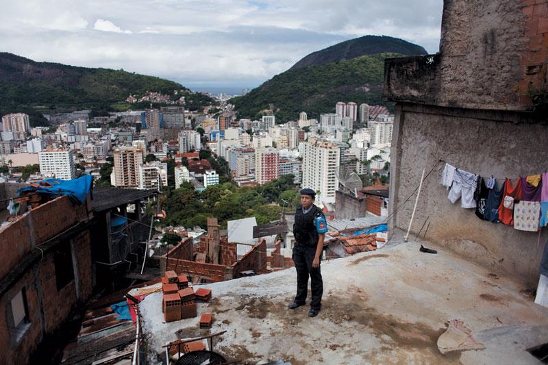 As lajes do Dona Marta viraram o quintal de Pricilla. A favela, que surgiu nos anos 40 no coração da zona sul carioca, já foi tema de clipe, filme e até best-seller