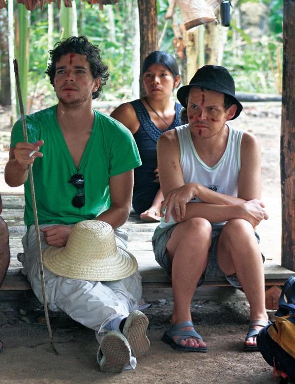 O ator Daniel Oliveira e Matheus na gravação de A Festa da Menina Morta