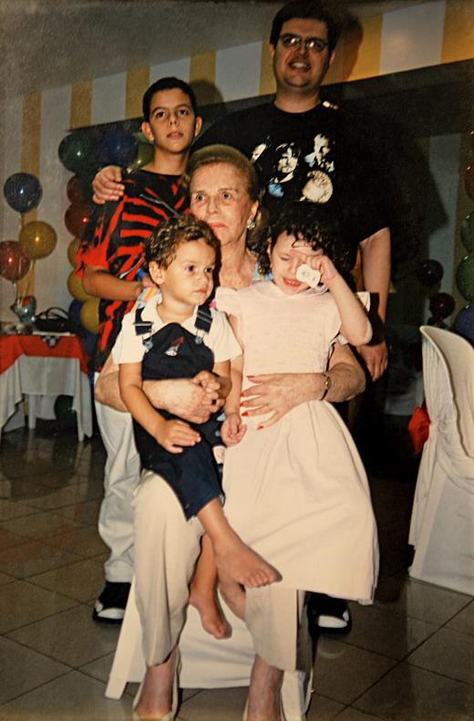 Com o filho João Baptista e os netos Philipe (o mais velho, hoje com 21 anos), Gabriela (hoje com 12) e João (6)