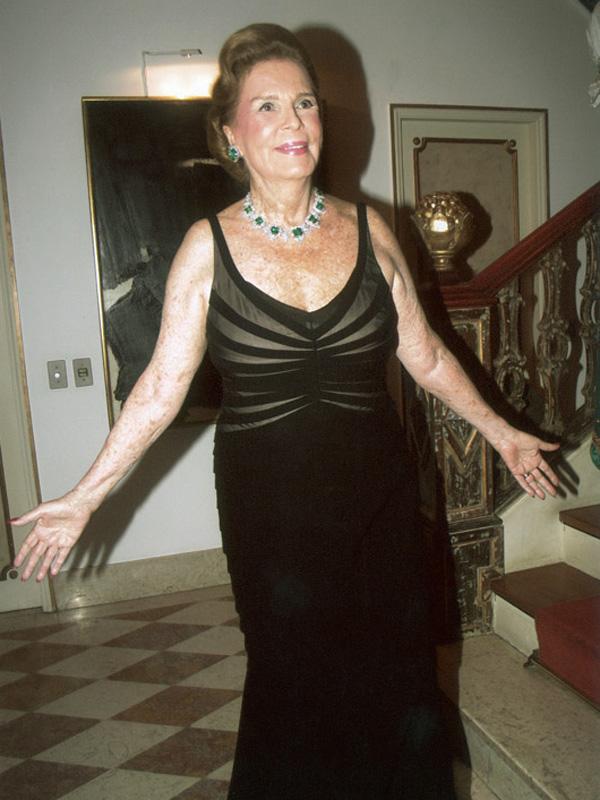 Ano passado, no dia do jantar para a família real, com esmeraldas (presente de Roberto) e vestido Pucci