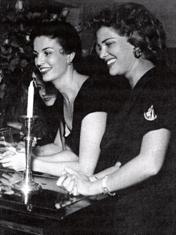 Com Martha Rocha, em 1954, logo após ela ter sido eleita a primeira Miss Brasil