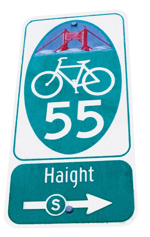 As placas de rua indicam a milhagens para ciclistas