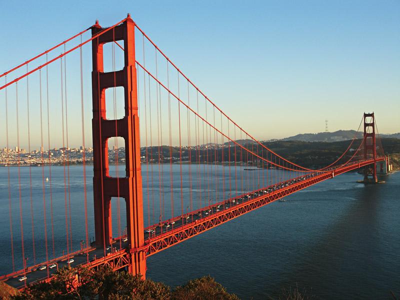 A vista da ponte Golden Gate e a cidade ao fundo
