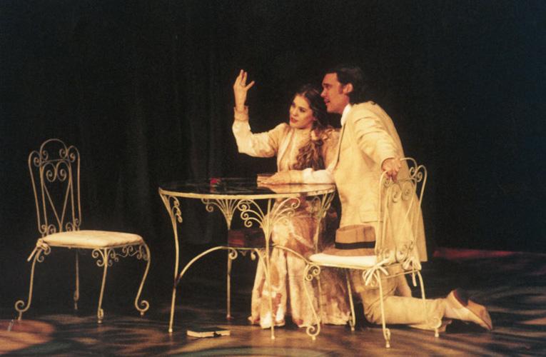 No palco com o então namorado, Dalton Vigh, em A Importância de Ser Fiel, em 2002