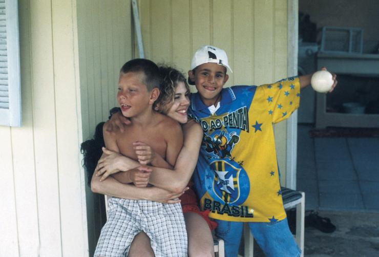 Com os sobrinhos Oripe e Pablo, em 2003, na sua cidade natal
