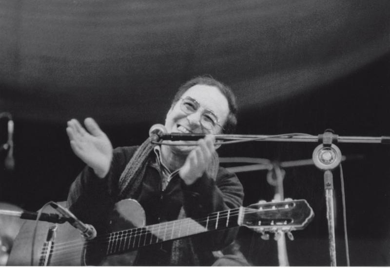 Quando João Gilberto tocou o primeiro acorde, não se ouvia uma mosca na plateia