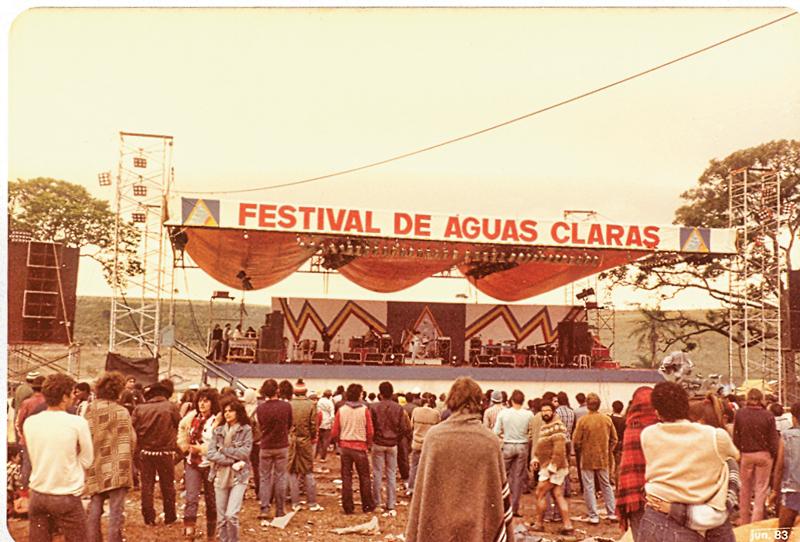 Palco hippie é palco colorido