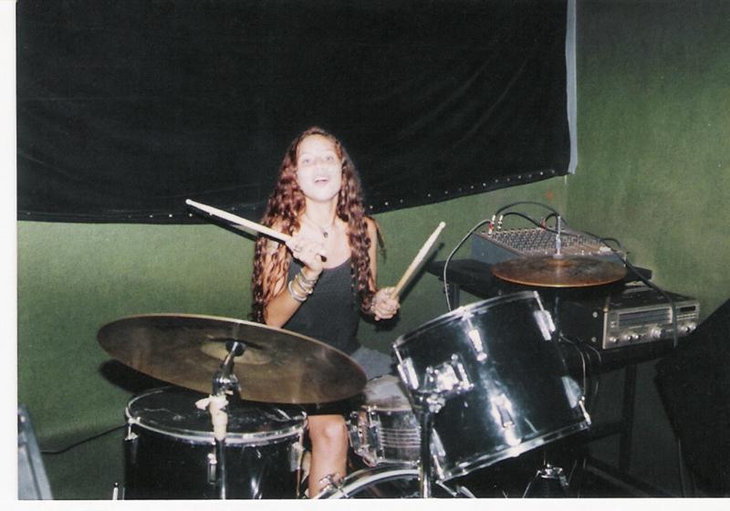 Com uns 15 anos, meio hippie, amassava o cabelo pra ficar parecida com Janis Joplin