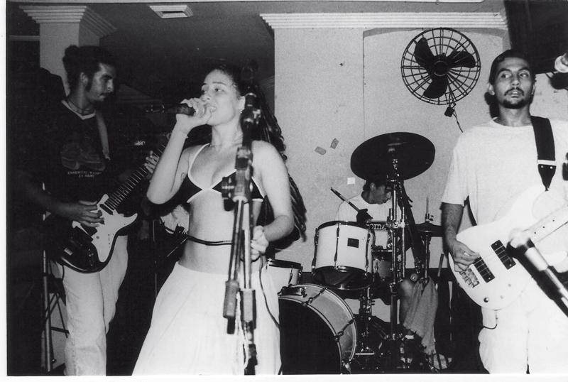 Botando pra quebrar com o Inkoma, em 1995: Só andava de top, não havia condição de fazer show vestida em Salvador