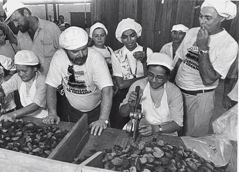 Em campanha para o Senado em 1994, em uma fábrica de castanhas com Lula e Suplicy