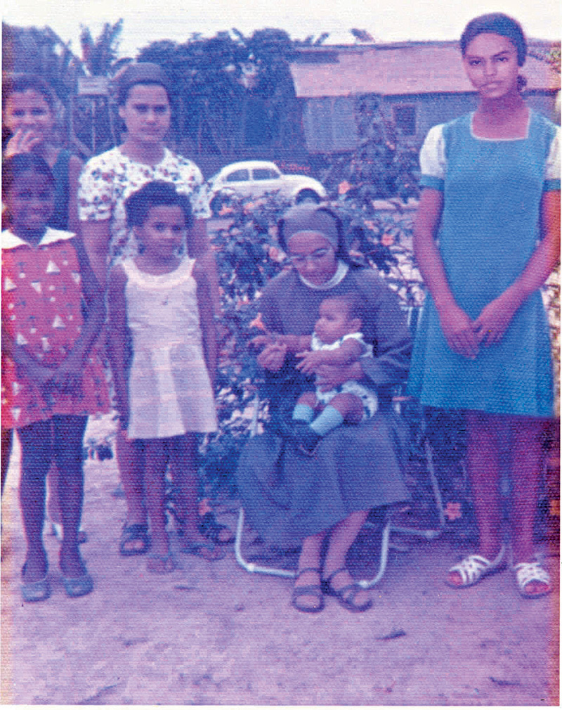 Aos 13, com uma freira de um convento em Rio Branco