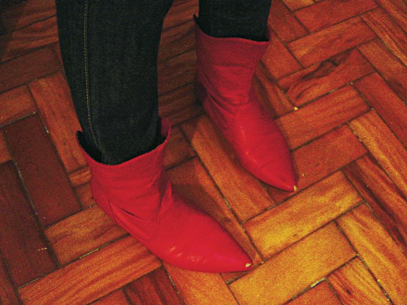 As botas vermelhas que hoje saem andando por São Paulo